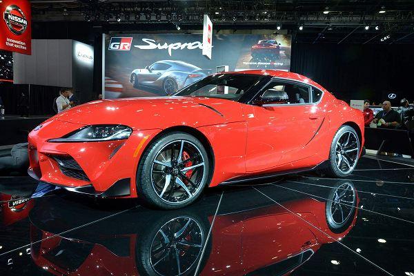 1月14日より開催中のアメリカ・デトロイトモーターショー2019にて、世界初公開されたトヨタの新型2ドアスポーツクーペ「スープラ」ですが、このモデルには直列4気筒