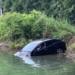 今日もプリウス…川に潜り込もうとしたり、歩道者通路帯に駐車する「プリウス」等。なぜここまで悪質な運転や駐車等を行うドライバが増えてしまったのか?【動画有】