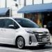 フルモデルチェンジ版・トヨタ新型「ノア/ノア・カスタム」が2021年7月に登場するとの噂が浮上。「ヴォクシー/エスクァイア」は廃止、気になるその予想価格は?