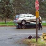 """事故の原因はトヨタ「プリウス」?トヨタの限定モデル「86""""箱根エディション""""」の上にスバル「アウトバック」が乗っかる謎の大事故が発生"""