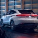フルモデルチェンジ版・トヨタ新型ハリアーのインプレッション動画で気になるポイントを見ていこう。ちょっと残念に思える点も【動画有】