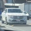 フルモデルチェンジ版・ホンダ新型ヴェゼルの開発車両がまたも目撃に。そのサイズ感はトヨタ新型RAV4並み?現行ヴェゼルの面影がほとんど無いぞ…