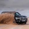 5,000台もキャンセルされたのか…フルモデルチェンジ版・トヨタ新型ランドクルーザー300の予約受注が約2万台→約1.5万台に。砂浜をかっ飛ばすランクル300の姿も