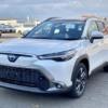 日本仕様のトヨタ新型カローラクロスの実車を見てきた!車高は意外と低め、車内の質感は少し高め?パノラマルーフは開放的…但しちょっと残念なところも
