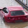 ロンドンにて水害を受けたフェラーリFFが目撃される。更に阪神高速にてF12ベルリネッ