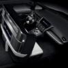 レクサス初のミニバン「LM」の気になるところ。運転席とセンターコンソールにアレが搭