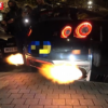 ロンドンにて、日産GT-R R35が火炎放射のような空ぶかしを連発→炎がリヤバンパーやケ
