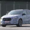 メルセデスベンツのエントリークロスオーバー・新型「GLAクラス」の開発車両をキャッ