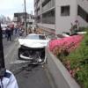 東京都にてメルセデスベンツAMG SL63が警察とカーチェイスし大事故→歩行者の女性をは