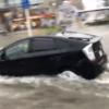 今日のプリウス…大雨被害で冠水となっている千葉県にて、魚雷のように勢いよく突っ込