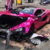 ロンドンにてホットンピンクのマクラーレン570Sが大破。なお事故現場の法定速度は32km