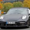 フルモデルチェンジ版・ポルシェ新型「911(992)ターボ・カブリオレ」の開発車両がほぼ