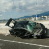 今日のプリウス…ドライバは無事か?と心配する程に大破したトヨタ「プリウス」。問題