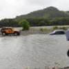 これは酷い…高知県にて10代のカップルがスズキ・ジムニーのレンタカーで川を渡ろうと