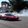 「ラ・フェラーリ」が豪快にドーナツターン。やっぱり目立つことが何よりも重要?【動