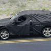 アウディ・新型「Q4」のテスト車両を初めてキャッチ?メルセデスベンツ「GLC」に似た