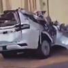 中東にて事故で大破したトヨタのフルモデルチェンジ版・新型ランドクルーザー300の最