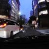 東京・銀座の交差点にて自転車横断中の女性がトヨタ「アルファード」と接触事故。ドラ