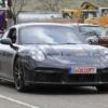 2021年モデル・ポルシェ新型「911(992)ターボ」の開発車両が久々に登場。カモフラージ