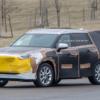 2020年モデルのトヨタ・新型「ハイランダー/クルーガー」の開発車両をキャッチ。カモ