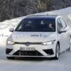 フルモデルチェンジ版・フォルクスワーゲン新型「ゴルフ8 R」の開発車両がまたまた登