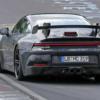 2020年モデル・ポルシェ新型「911(992)GT3」のリヤウィングが鮮明にキャッチ。かなり