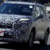 フルモデルチェンジ版・三菱の新型アウトランダーの開発車両をスパイショット!ワール