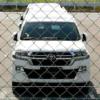 これは一体?マイナーチェンジ版・トヨタ新型ランドクルーザー200をスパイショット。