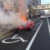 大阪府の京橋駅近くにてフェラーリF355が大炎上!エンジンから爆発音と共に発火…ドラ
