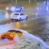 熱帯暴風雨「エータ」の影響で氾濫した道路に突っ込むランボルギーニ・ウラカンが目撃