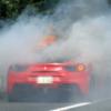 神奈川県の中央道にてフェラーリ「488GTB」が大炎上。ケガ人は無し、しかし「488GTB」