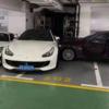夫婦喧嘩の結末が…中国にて駐車場内を走行していたBMWがフェラーリGTC4ルッソに衝突→