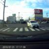 今日のプリウス…交差点で左折してきたトヨタ「プリウスα」が車線を見誤ったのかとんで