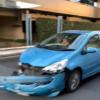 これは酷い…トヨタ「アクア」が一時停止無視でヤマト運輸のトラックに突っ込む→フロン
