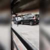 理由は一体何?…フィリピンにてトヨタ「ランドクルーザー・プラド」2台が押し相撲。罵