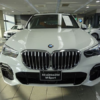 BMW・新型「X5(G05)」見てきた。想像以上にデカイ!見た目アグレッシブ&先進的で先代