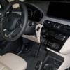 BMW・新型「X1」のインテリアをスパイショット。大型ディスプレイ&モダンシフターで