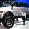 メルセデスベンツ「Gクラス」やレクサス「LX」はコンパクトカーだろ?フォードの超大