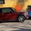 これってリコールでは…?スロベニアにて駐車中のミニ(MINI)「クーパー」が突如炎上→勝