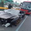 なぜこうなった…フィリピンにてランボルギーニ・アヴェンタドールSVJが大事故でフロン