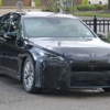 フルモデルチェンジ版・トヨタ新型ミライ(MIRAI)の開発車両が目撃に。カモフラージュ