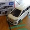 トヨタ「アルファード」のトミカを買ってみた。65分の1スケールサイズながらも完成度