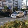 何これ怖い。愛知県にて前輪無しの完全なる事故車を走行し続ける高齢ドライバが登場→