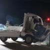 これは酷い…軽トラがブロック塀に衝突し助手席の2人が死亡、1人が重体で荷台に乗って