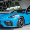 80歳の男性が80台目のポルシェとなる新型ボクスター・スパイダーを納車!911GT2RSなど