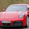 ポルシェ・次期「911(992)」の開発車両をキャッチ。レッド&ブルー&偽装なしの完成型