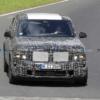 BMW新型X8の開発車両が目撃に。キドニーグリルはやっぱり大口化?スタイリッシュなク