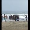 【お盆のトラブル2連発】茨城県・大洗海岸にトヨタ「ハイエース」を埋めて遊ぶ若者が