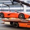 世界限定500台のみの「ラ・フェラーリ」が駐禁の疑いでレッカーされる瞬間。間違いな